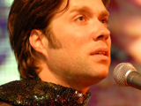 Rufus Wainwright reveals that his mother's death abated his rivalry with his father.