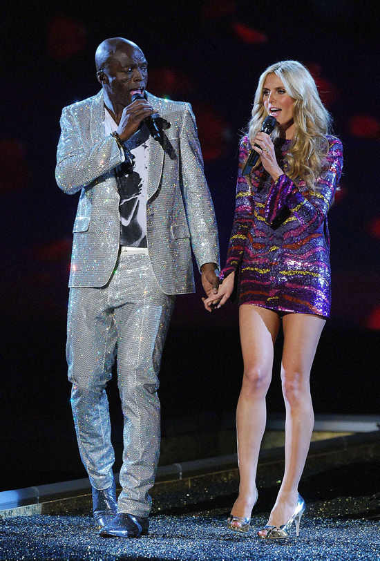 Heidi Klum and Seal performing at 12th Annual Victoria's Secret Fashion Show, Kodak Theatre, Los Angeles, on Nov 15