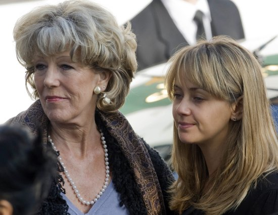 Audrey Roberts (Sue Nicholls) and Maria Connor (Samia Smith)