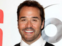 Jeremy Piven reveals that his mother does not mind that his character swears in Entourage.