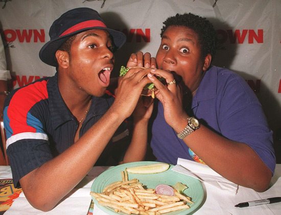 Keenan and Kel eat a burger