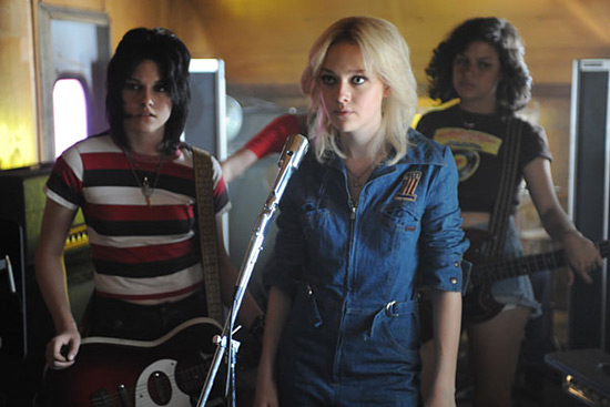 Kristin Stewart and Dakota Fanning as Joan Jett and Cherie Currie