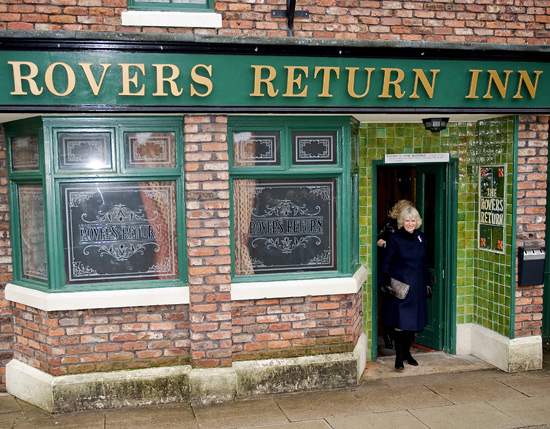 Corrie: Camilla visits the Street