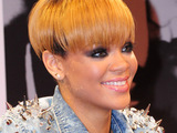 Rihanna signing autographs