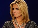 Heidi Klum hosts Project Runway S07E10