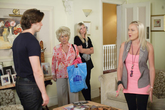 Unimpressed by Glenda's revelations, Danny tries to persuade Ronnie and Roxy that Glenda is lying