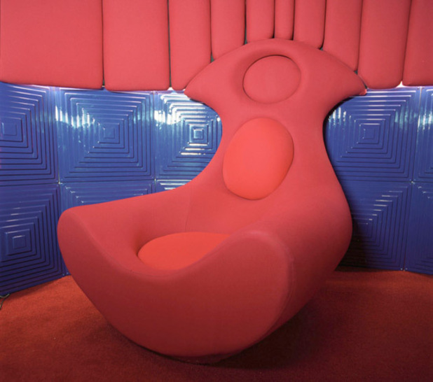 BB5 Diary Room chair