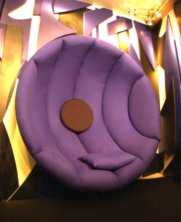 BB6 Diary Room chair