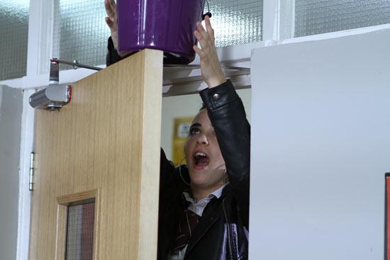 Hollyoaks: 2898: 2010-09-01
