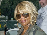 Mary J Blige leaving her Manhattan hotel