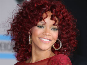 Rihanna makes an appearance at the 2010 American Music Awards