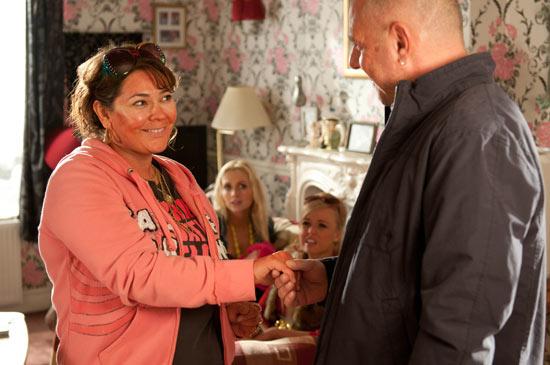 Hollyoaks: 3060: 2011-04-15