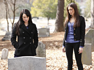 The Vampire Diaries S02E17 'Know Thy Enemy': Isobel and Elena
