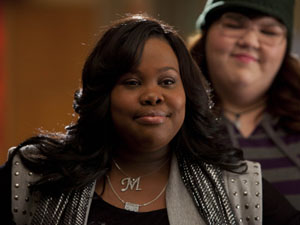 Glee S02E17 &#39;Night of Neglect&#39;: Lauren helps Mercedes to demand respect.