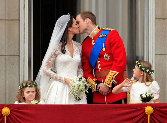 Prince William kisses Kate on the balcony of Buckingham Palace
