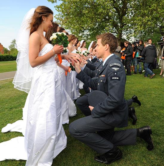 Prince William And Kate Wedding Dress Kate Middleton Lookalike