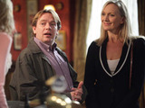 Ian meets a woman called Jeanette at the Vic and orders champagne in the hope that Jane will come in.