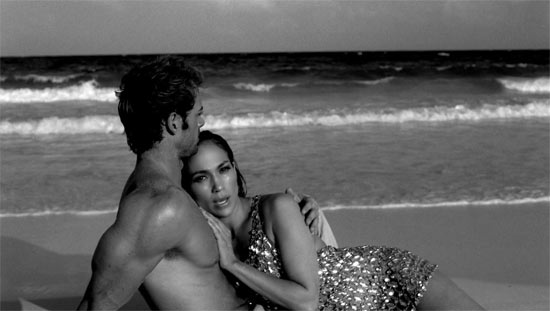 Jennifer Lopez 'I'm Into You' video still