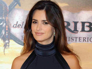 Penelope Cruz attends a photocall in Madrid for 'Pirates of The Caribbean: On Stranger Tides'