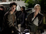Falling Skies S01E01: 'The Armory'