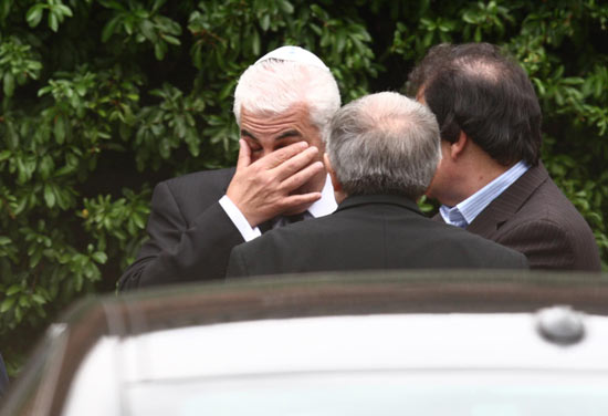 Mitch Winehouse at Amy Winehouse's cremation