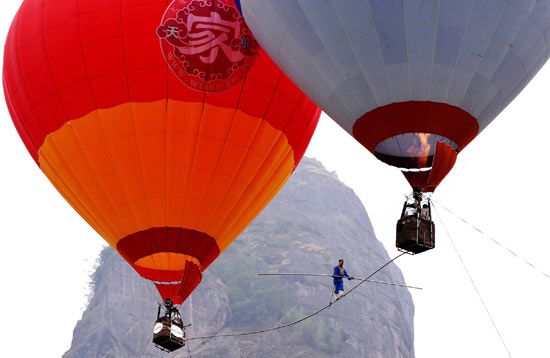 Saimaiti Aishan performs high wire walk between two balloons
