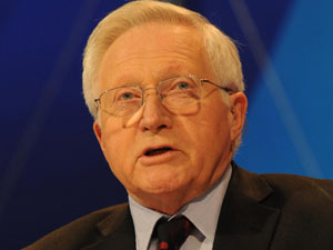 David Dimbleby presents BBC&#39;s Question Time