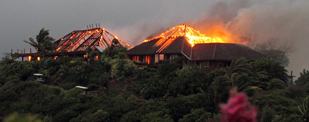Fire at Richard Branson&#39;s home on Necker Island as photographed by his daughter Holly