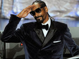 Snoop Dogg salutes the crowd after winning a BMI award for his song &quot;Gangsta Luv&quot; during the 11th Annual BMI Urban Awards