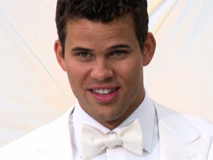Kris Humphries gets ready to marry Kim Kardashian as filmed by E! News