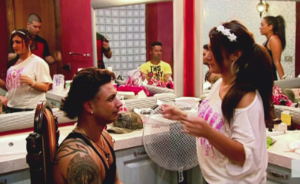 Deena and Pauly D in 'Jersey Shore', Season 4, Episode 6: Fist Pumps, Pushups, Chapstick