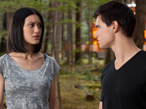 Jacob Black (Taylor Lautner) and Leah Clearwater (Julia Jones)