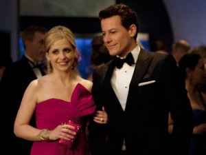 Ioan Gruffudd as Andrew Martin and Sarah Michelle Geller as Siobhan Martin/Bridget Kelly on Ringer