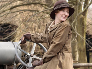 Lady Crawley in Downton Abbey S02E02