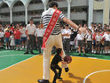 Two of the world's shortest and tallest men visit a school together in China.