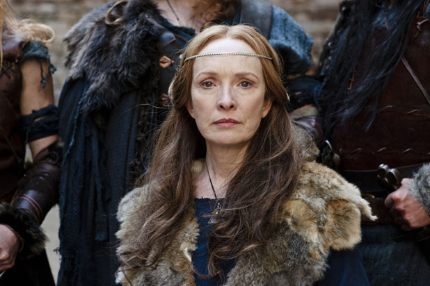 Queen Annis (LINDSAY DUNCAN)