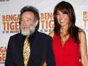 Robin Williams marries graphic designer Susan Schneider.