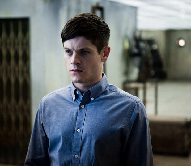 Simon (Iwan Rheon)
