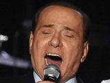 Silvio Berlusconi singing