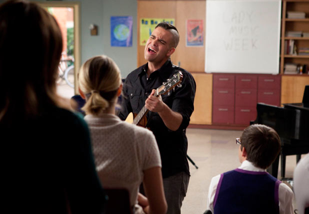 Glee S03E07 - 'I Kissed a Girl'
