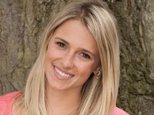 Scarlett Bowman as Maddie Morrison