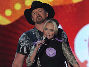Kristin Chenoweth strapped to Trace Adkins at the American Country Awards 2011 on Fox