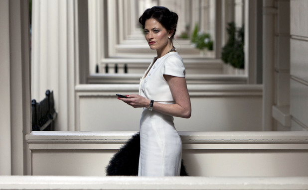 Irene Adler (LARA PULVER)