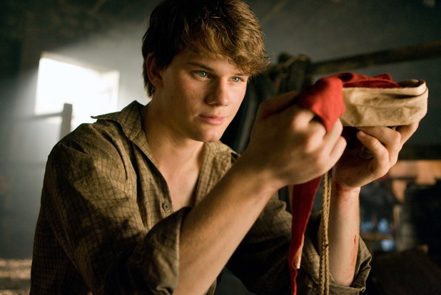 Albert Narracott (Jeremy Irvine)