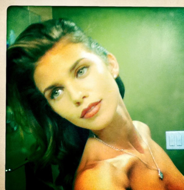 AnnaLynne McCord accidentally posts topless picture on Twitter