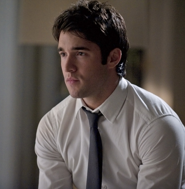 Joshua Bowman in 'Revenge'