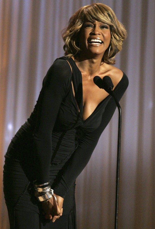 http://i1.cdnds.net/12/06/618x912/music_whitney_houston_18.jpg