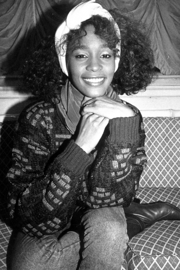 http://i1.cdnds.net/12/06/618x928/music_whitney_houston_10.jpg