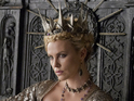 Charlize Theron's Evil Queen threatens the Huntsman in the new scene.