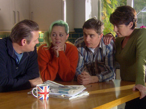 The Hollins family come up with a plan to get rid of the French exchange students